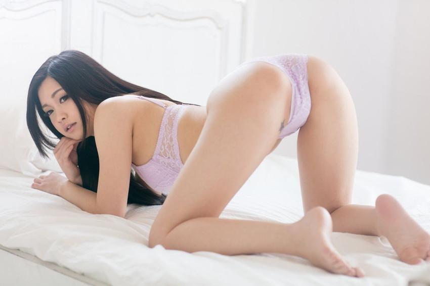 【四つん這いエロ画像】ワイ将、バックから眺める女の子の尻が好きwwww 05