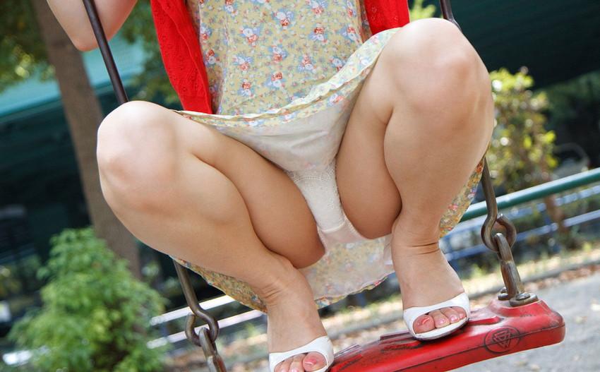 【M字開脚エロ画像】視線は女の子の股間へ…!M字開脚画像あつめたった! 17