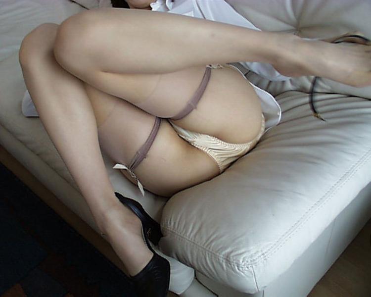 【M字開脚エロ画像】視線は女の子の股間へ…!M字開脚画像あつめたった! 38