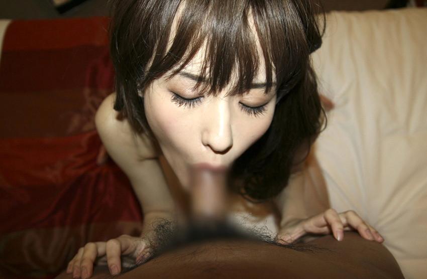 【全裸フェラチオエロ画像】全裸で男のチンポをしゃぶり倒す!全裸フェラ! 35
