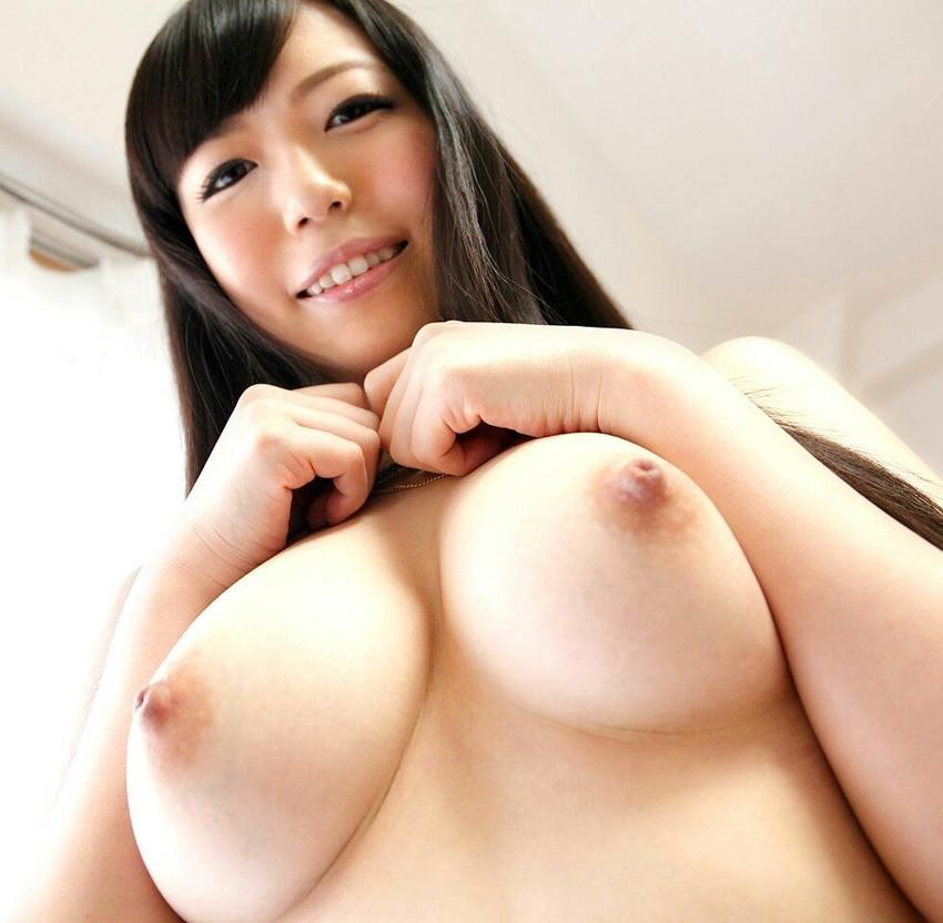 【美乳エロ画像】こんな美乳のおっぱい見つけたら思わず口に含みたくなるだろ? 32