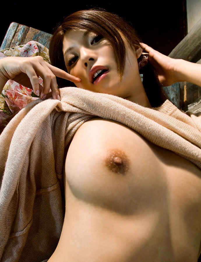 【おっぱいエロ画像】おっぱい好き必見!おっぱいを見せてくれている女の子! 49