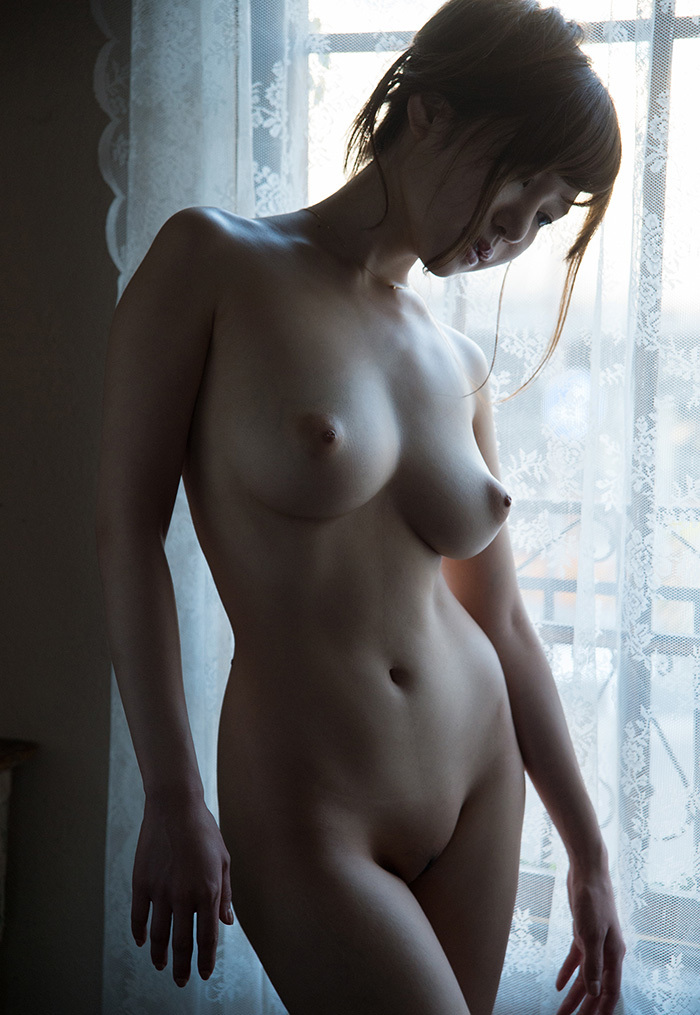 【フルヌードエロ画像】やっぱりエロい!一糸まとわぬフルヌードな女の子! 32