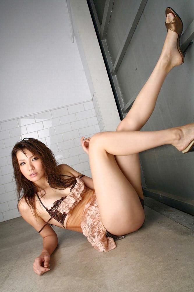 【美脚エロ画像】この脚線美を理解できるか!?美脚フェチ必見のエロ画像! 12