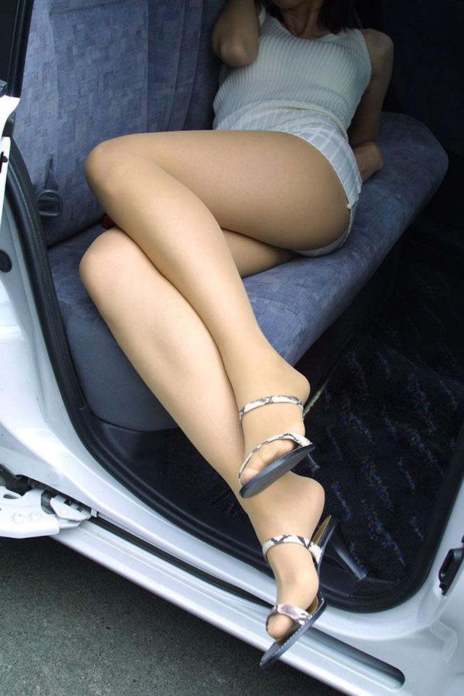 【美脚エロ画像】この脚線美を理解できるか!?美脚フェチ必見のエロ画像! 32