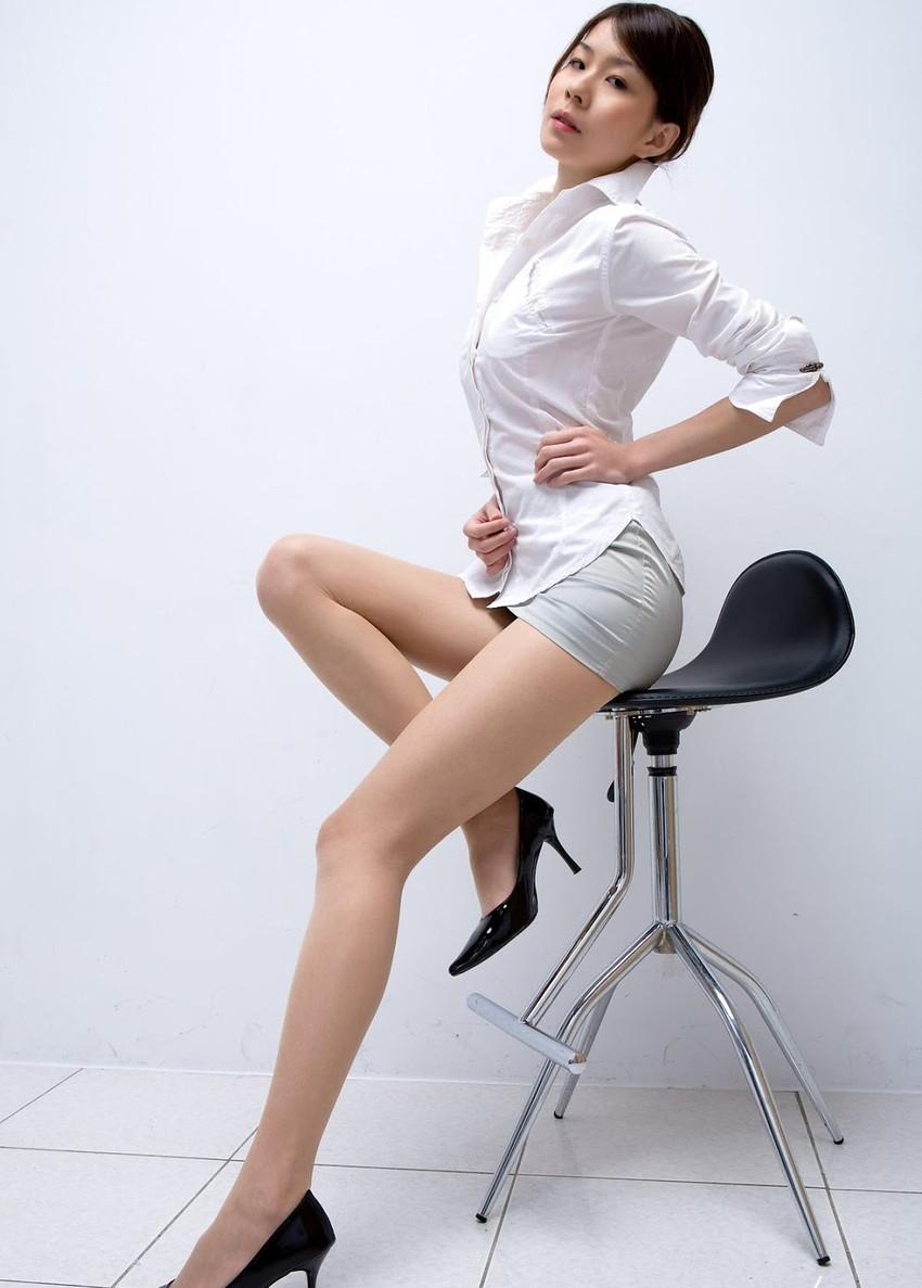 【美脚エロ画像】この脚線美を理解できるか!?美脚フェチ必見のエロ画像! 35