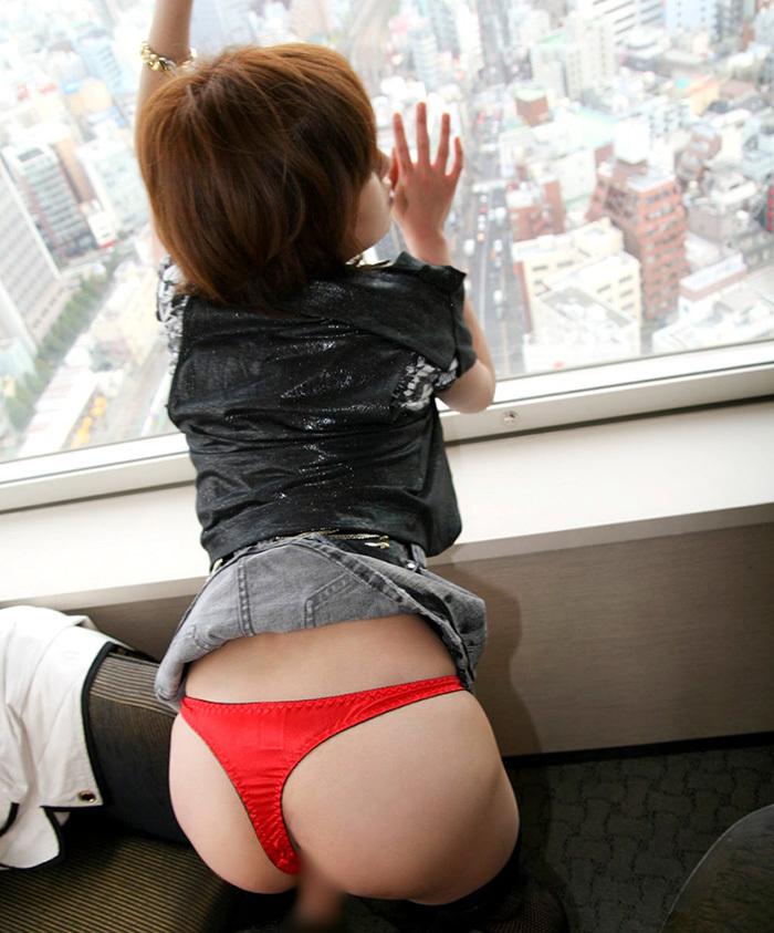 【着衣セックスエロ画像】着衣のまま、本能の赴くままに貪欲にセックスする男女! 16