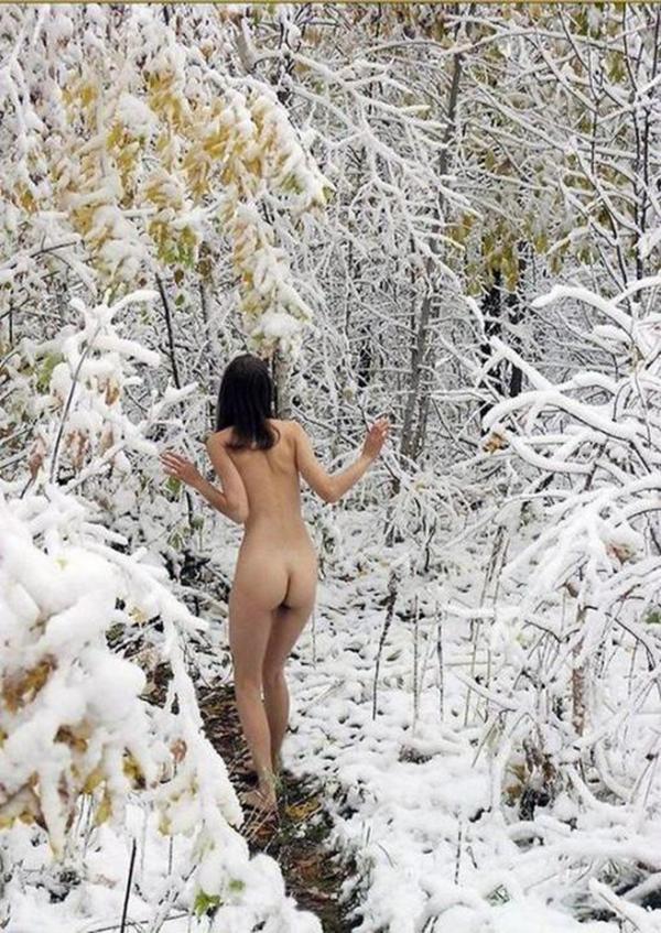 【野外露出エロ画像】屋外で裸体を晒す女の子たち!露出癖をもち女の性!?w 07