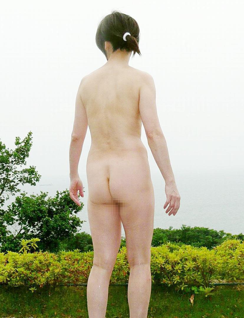 【野外露出エロ画像】屋外で裸体を晒す女の子たち!露出癖をもち女の性!?w 13