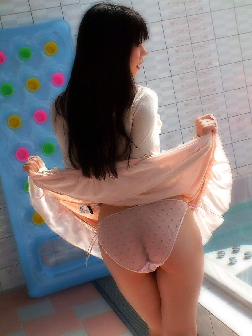 【セルフパンチラエロ画像】スカートの中身を自ら見せてくれる女の子!女神かよ!?w 06