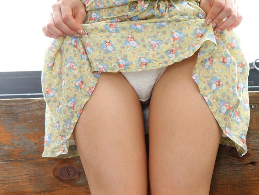 【セルフパンチラエロ画像】スカートの中身を自ら見せてくれる女の子!女神かよ!?w 36
