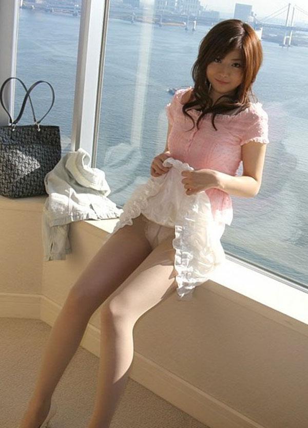 【セルフパンチラエロ画像】スカートの中身を自ら見せてくれる女の子!女神かよ!?w 43