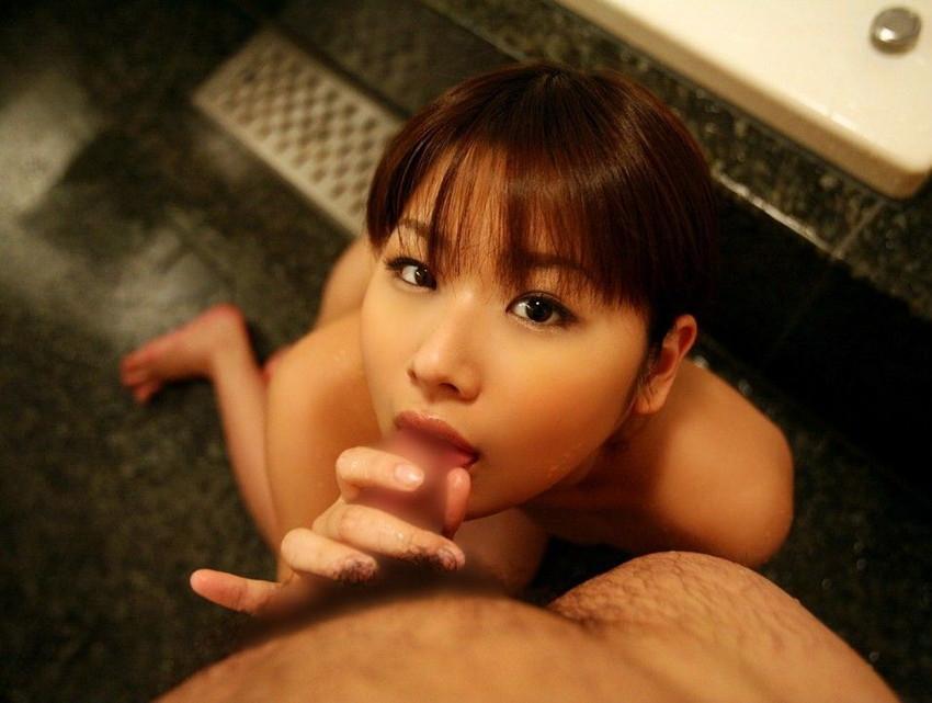 【全裸フェラチオエロ画像】素っ裸でチンポにしゃぶりつく!一糸まとわぬ姿のフェラチオ! 19