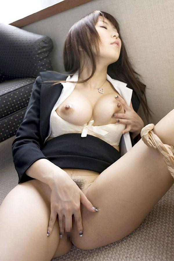 【指オナニーエロ画像】自分の性感帯を自陣の指で刺激して快楽に浸る指オナニー! 11