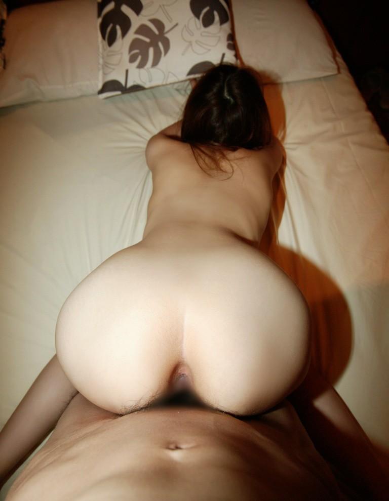 【バックエロ画像】俗にバックと言われている後背位でセックスするカップル! 22