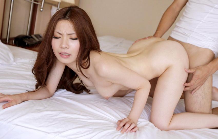 【バックエロ画像】俗にバックと言われている後背位でセックスするカップル! 29