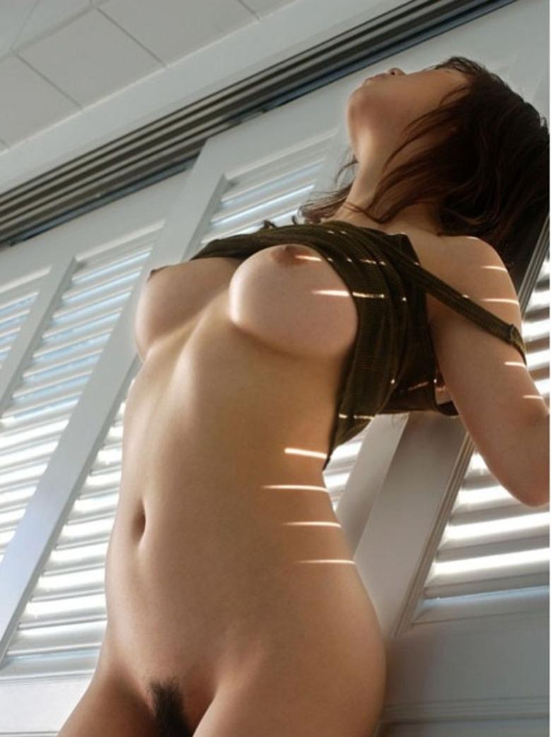 【おっぱいエロ画像】女の子が自らおっぱいをポロリ!おっぱい見せ付ける女子! 13