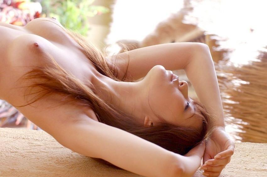 【美乳エロ画像】美しい…。ため息すら出そうな綺麗なおっぱいの女の子集めたった! 54