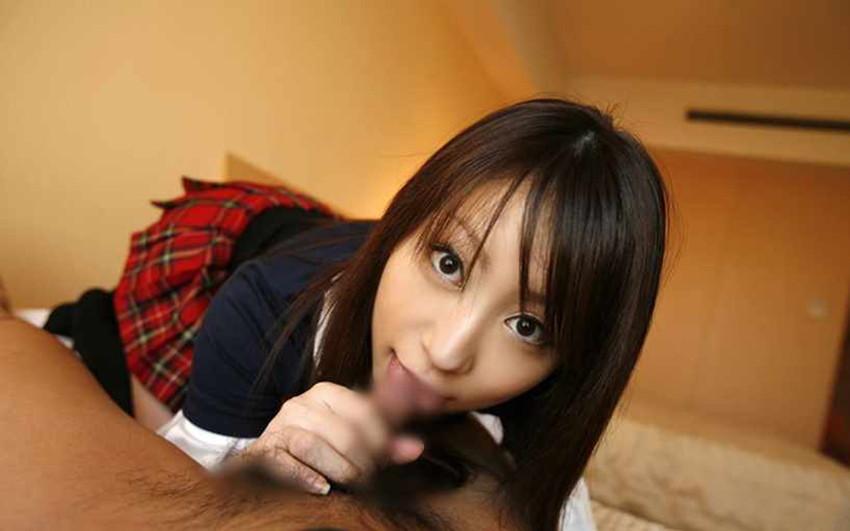 【着衣フェラチオエロ画像】女の子にはオシャレをしたままでチンポを咥えさせる! 25