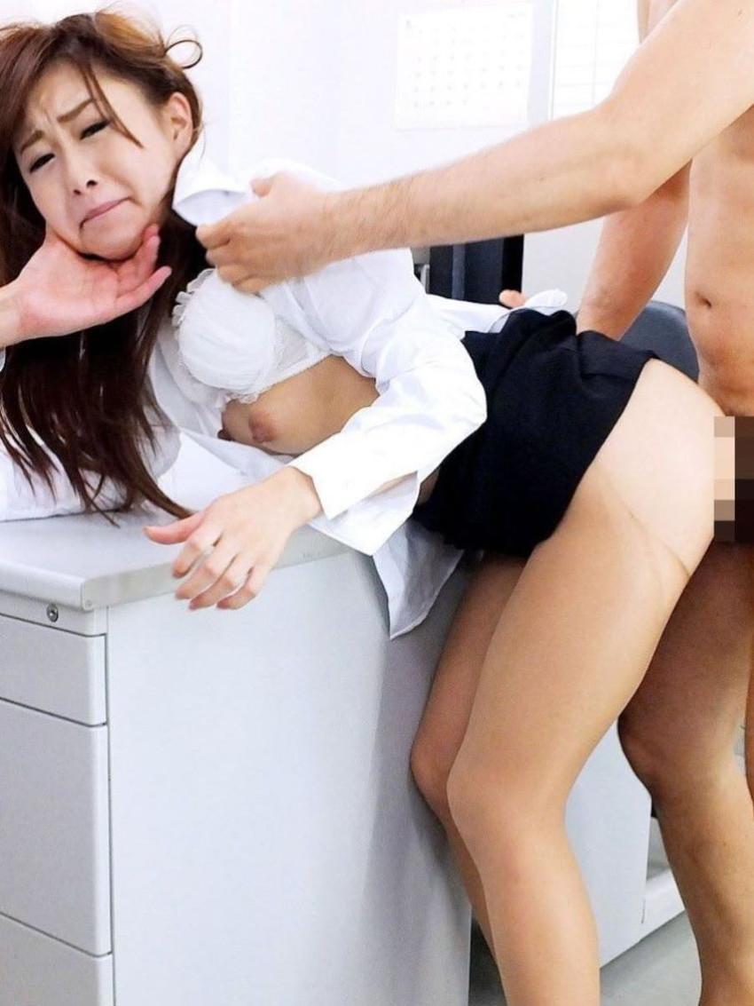【着衣セックスエロ画像】着衣のままセックスする男女!乱れた着衣がグゥ!www 22