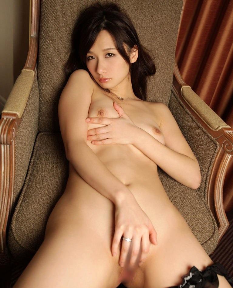 【指オナニーエロ画像】女の子が自身の指で自身のオマンコを慰める行為! 38
