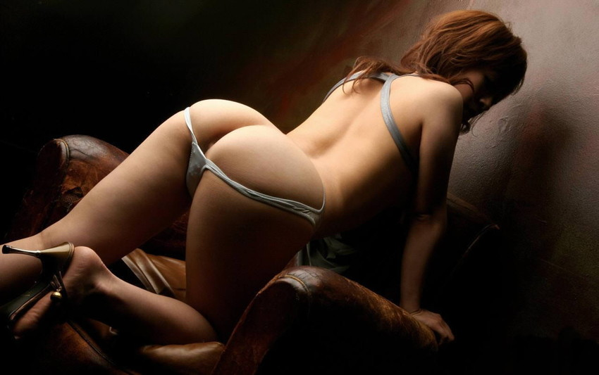 【半ケツエロ画像】スルリ脱ぎ掛けたパンティー!顔を出すお尻のワレメ!www 07