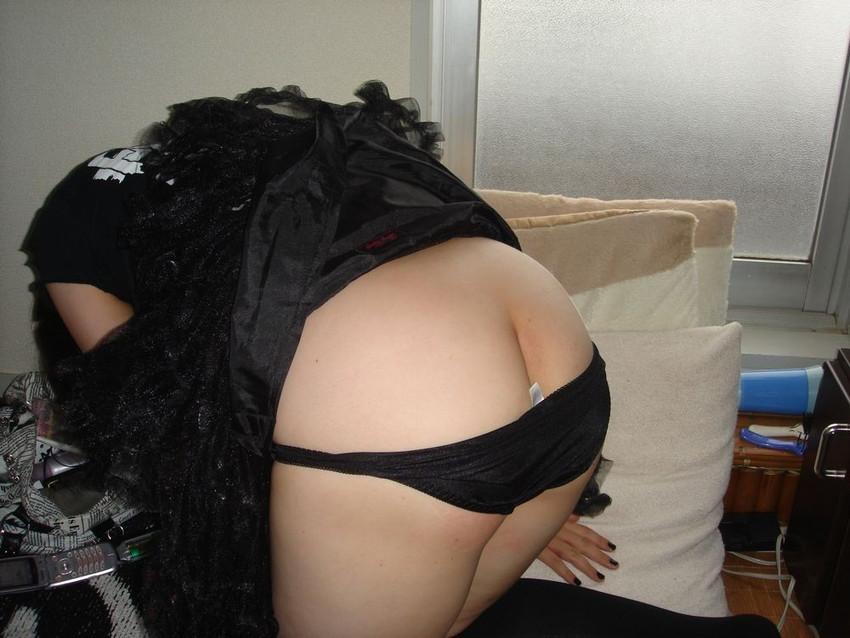 【半ケツエロ画像】スルリ脱ぎ掛けたパンティー!顔を出すお尻のワレメ!www 29