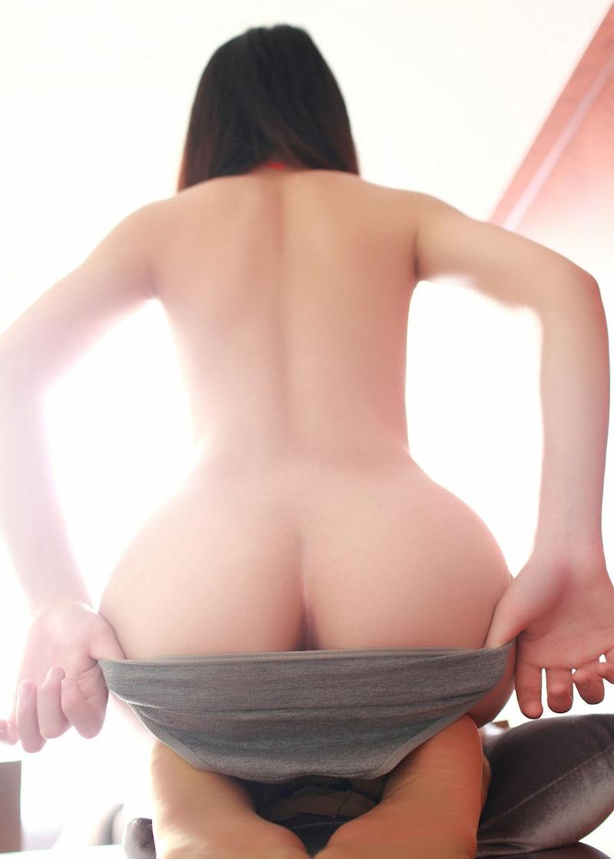 【半ケツエロ画像】スルリ脱ぎ掛けたパンティー!顔を出すお尻のワレメ!www 38