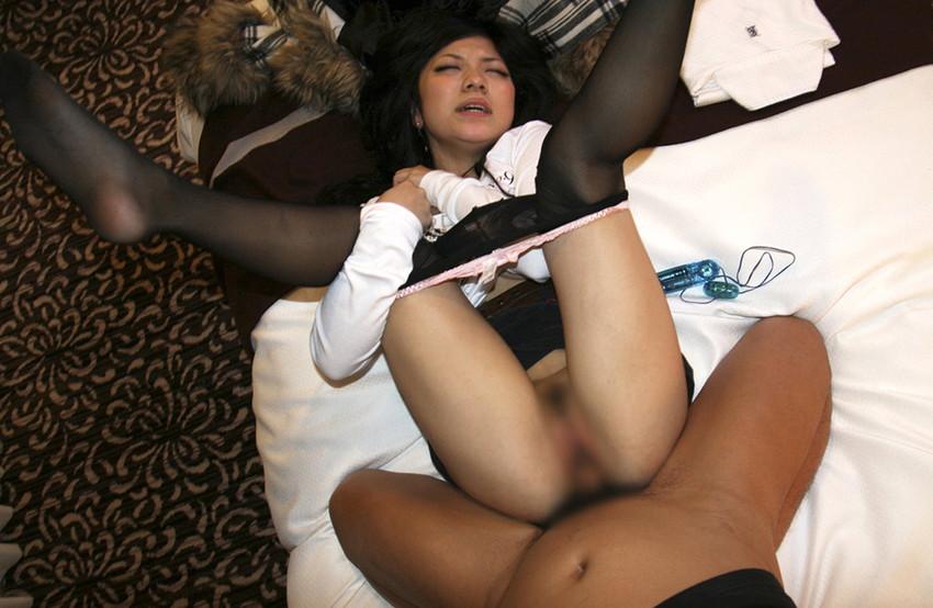 【着衣セックスエロ画像】オシャレしている女の子はオシャレのままにハメる! 35