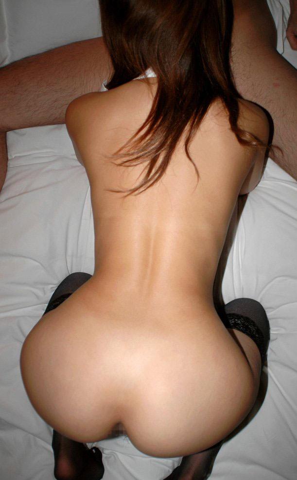 【全裸フェラチオエロ画像】素っ裸で男のチンポを求め、咥える女ってエロいよな! 50
