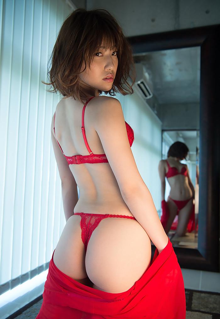 【Tバックエロ画像】美しいお尻をさらに美しくセクシーに演出するTバック! 18