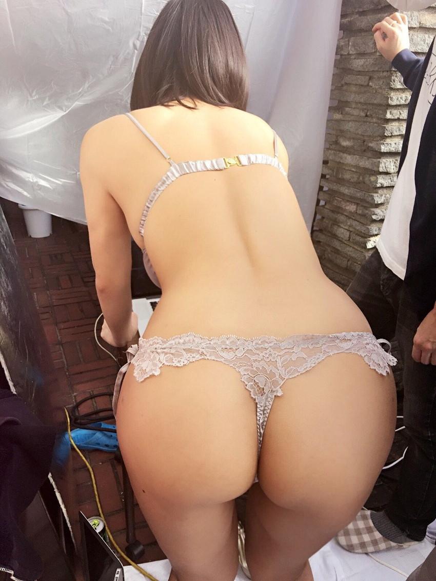 【Tバックエロ画像】美しいお尻をさらに美しくセクシーに演出するTバック! 34