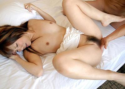 【手マンエロ画像】女の子の性器を男の手で指で弄ぶ行為といえば手マンだろw