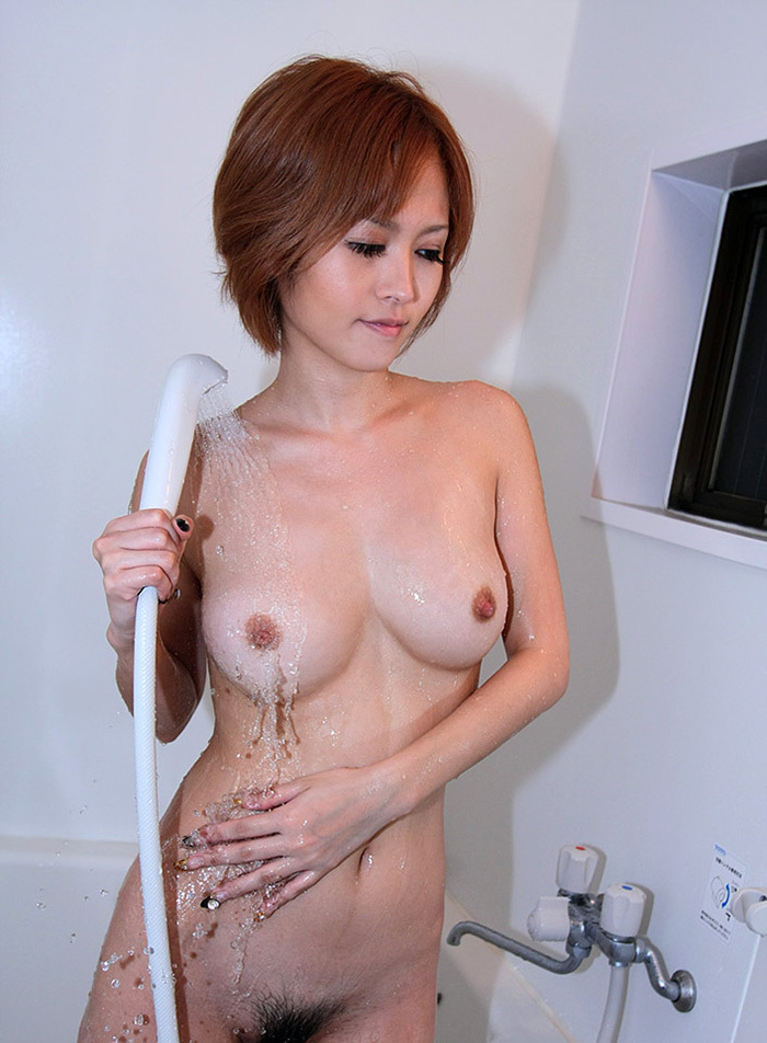 【シャワーエロ画像】バスルームでリラックスしてシャワーを浴びている女の子! 33