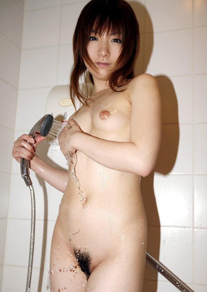 【シャワーエロ画像】バスルームでリラックスしてシャワーを浴びている女の子! 55