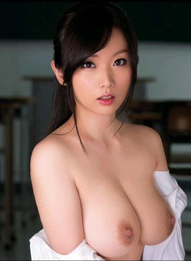 【美乳エロ画像】美しいおっぱいはため息が出そうになるほど魅力的だよなww 41
