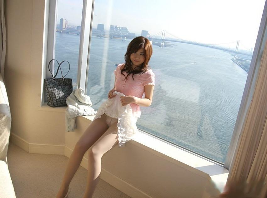 【セルフパンチラエロ画像】女の子がわざとパンツを見せ付ける!?セルフパンチラ! 41