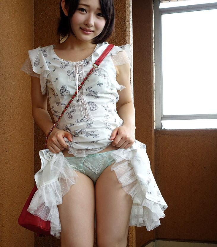 【セルフパンチラエロ画像】女の子がわざとパンツを見せ付ける!?セルフパンチラ! 51