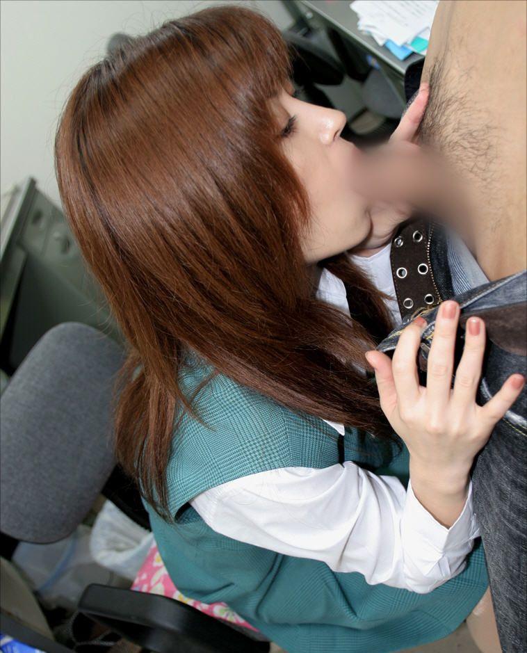 【着衣フェラチオエロ画像】着衣のままでチンポを求めるスキモノ女たち!www 13