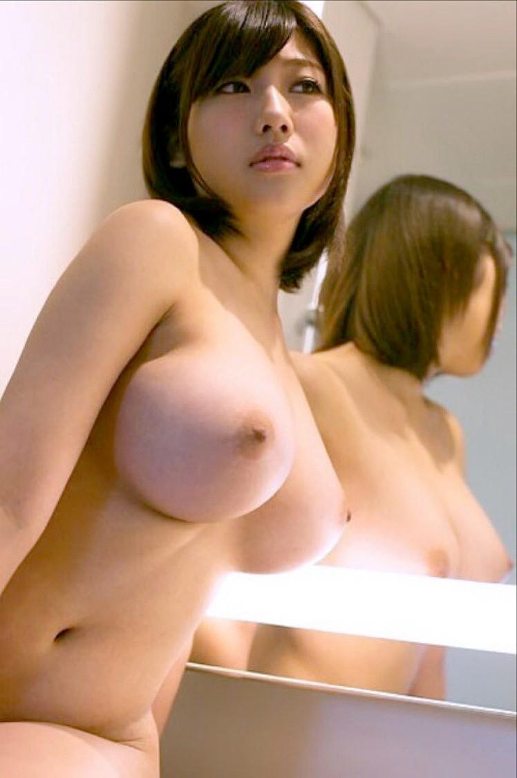 【美乳エロ画像】おっぱいの美しい女の子ってそれだけで得してると思うんだよなw 16