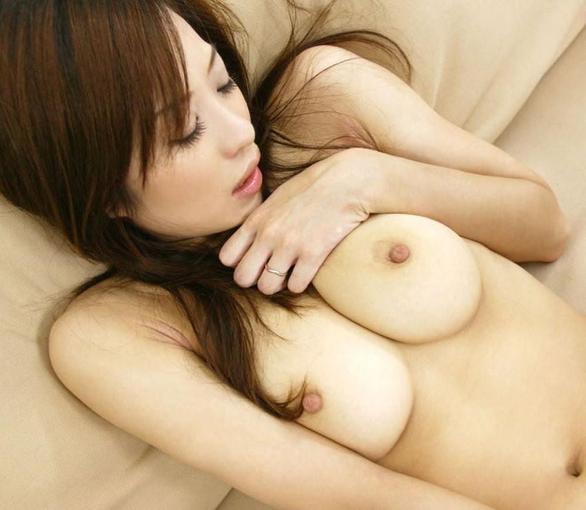 【美乳エロ画像】おっぱいの美しい女の子ってそれだけで得してると思うんだよなw 31
