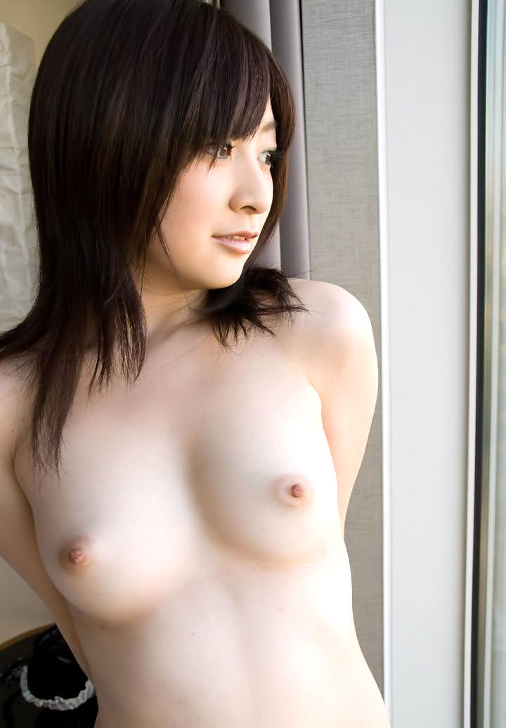 【美乳エロ画像】おっぱいの美しい女の子ってそれだけで得してると思うんだよなw 34