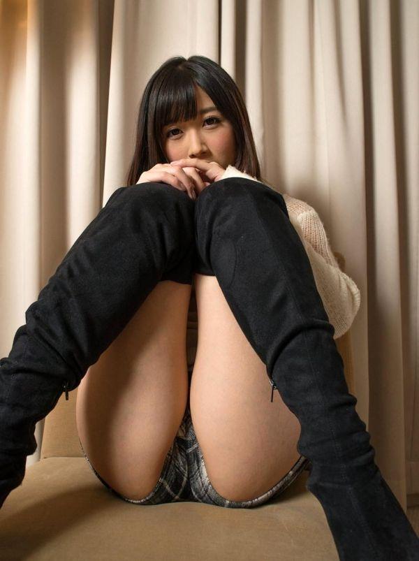【M字開脚エロ画像】M字に開かれた女の子の両足!ついつい股間を凝視wwww 12