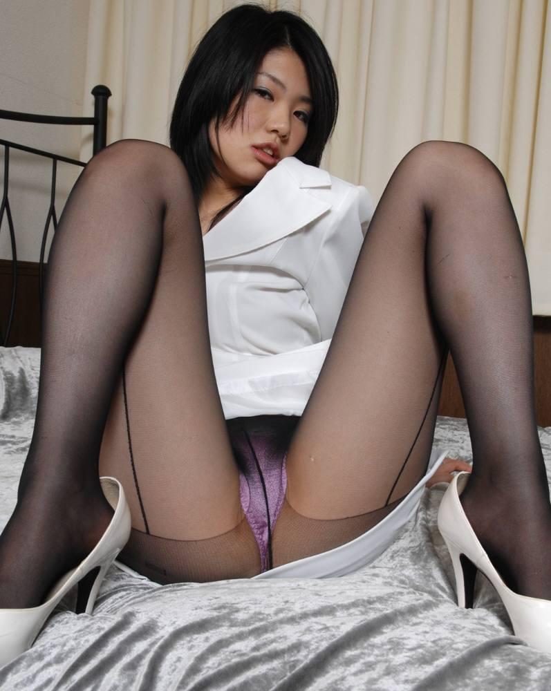 【M字開脚エロ画像】M字に開かれた女の子の両足!ついつい股間を凝視wwww 45