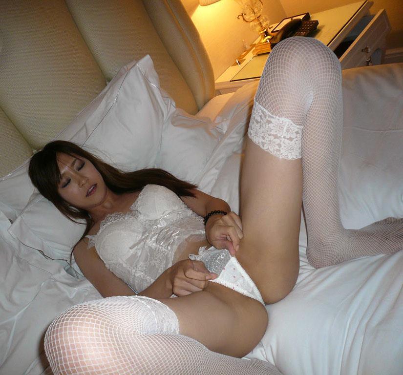 【M字開脚エロ画像】M字に開かれた女の子の両足!ついつい股間を凝視wwww 52