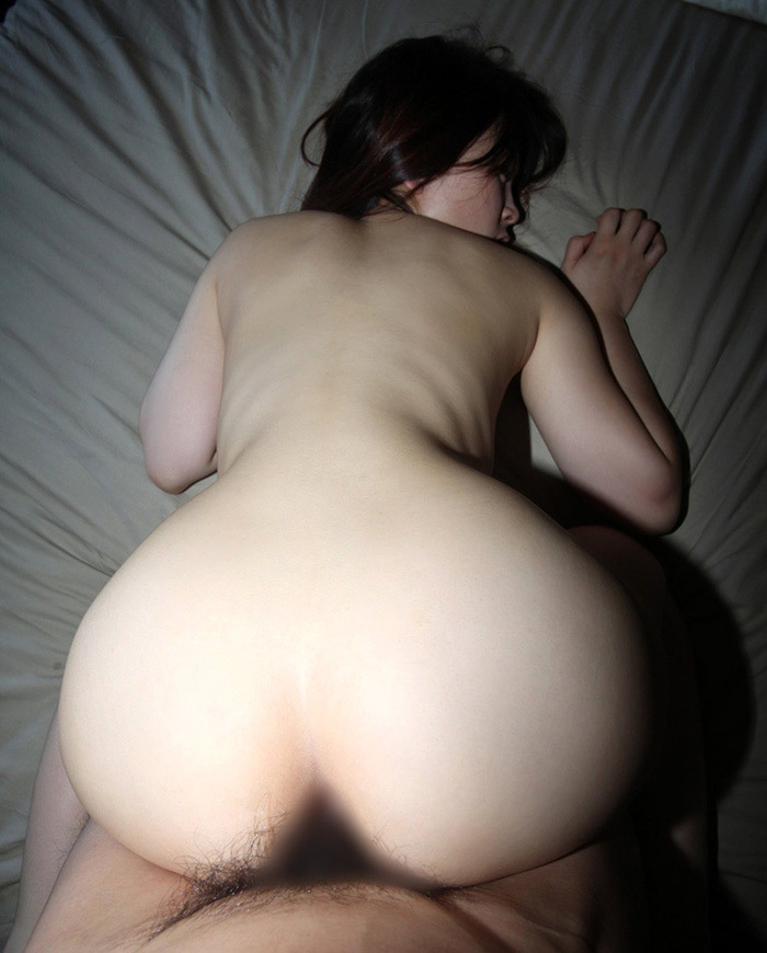 【バックエロ画像】バックからオマンコ突かれて感じまくっている女の子! 20