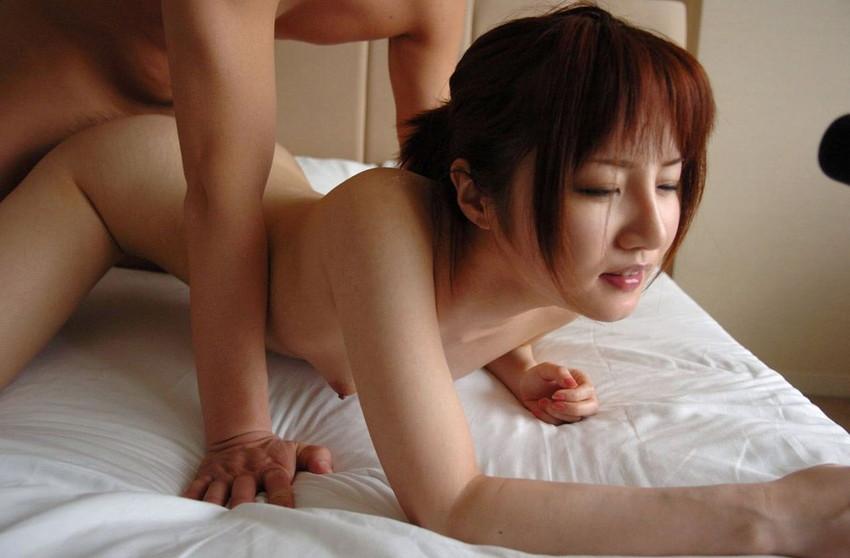 【バックエロ画像】バックからオマンコ突かれて感じまくっている女の子! 51
