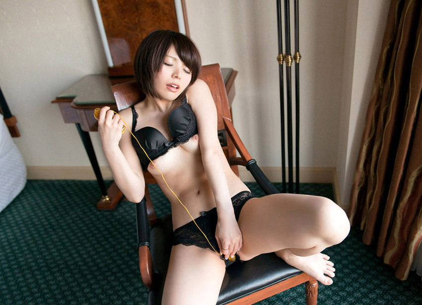 【ローターオナニーエロエロ画像】ローターで自慰行為に没頭している女の子の画像 23