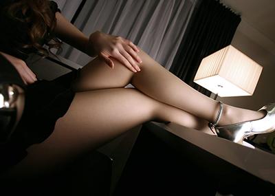 【美脚エロ画像】思わずナマツバを飲み込んでしまいそうなほどおいしそうな美脚!