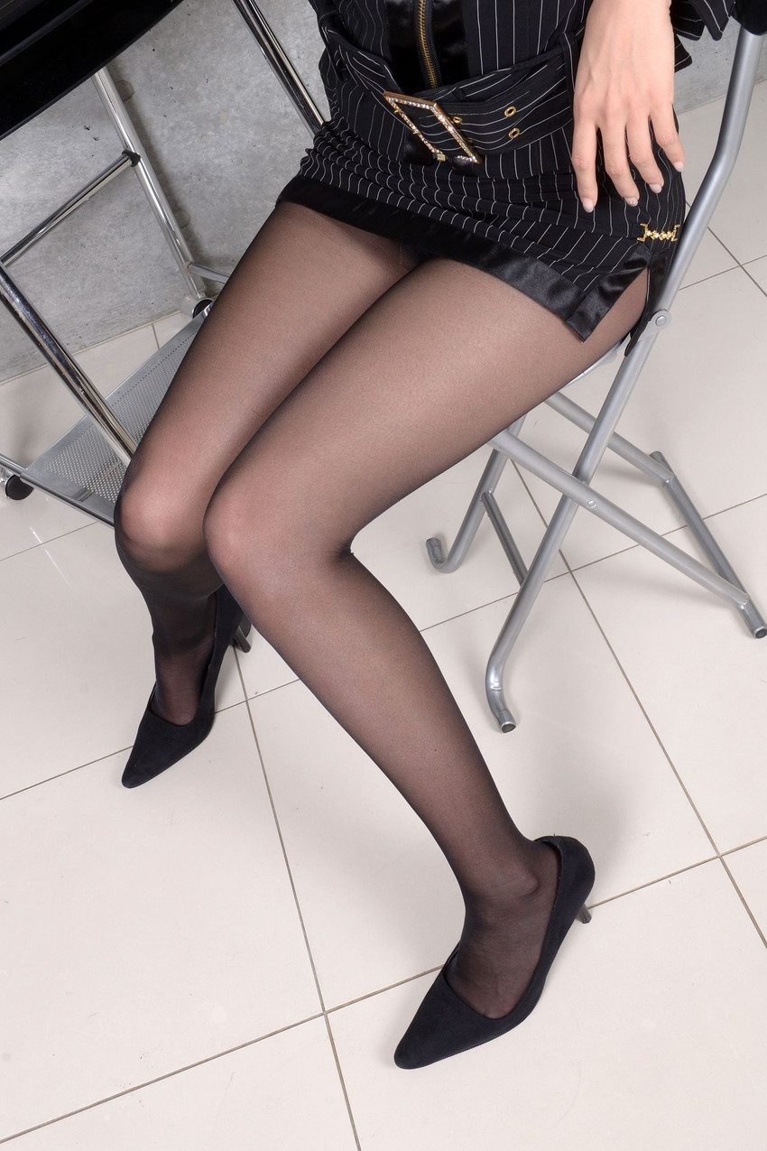 【美脚エロ画像】思わずナマツバを飲み込んでしまいそうなほどおいしそうな美脚! 24